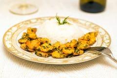 Garnaal met rijst en witte wijn Stock Afbeelding