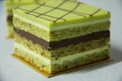 Garnache del pastel de capas y del chocolate de Pistacho Fotos de archivo