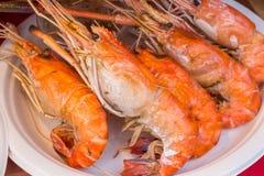 Garnalen en brandwond met zeevruchtensausen, Thais voedsel stock foto's