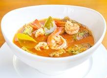 Garnalen en ei zure som van soepgaeng, Heerlijk Thais voedsel stock foto's