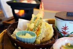 Garnalen en plantaardige tempura Stock Fotografie