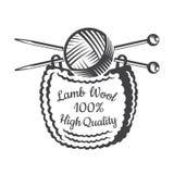 Garnboll med korsade stickor med att sticka Logo för släkt plats för hantverk royaltyfri illustrationer