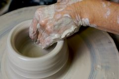 Garncarki pracująca glina zdjęcie royalty free