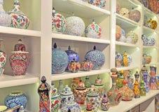 Garncarstwo, ceramiczne wazy, dekorować z różnorodnymi wzorami, jest zolem zdjęcie royalty free