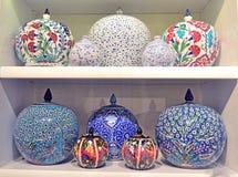 Garncarstwo, ceramiczne wazy, dekorować z różnorodnymi wzorami, jest zolem obrazy royalty free