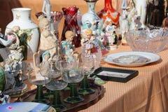 Garncarstwo i Glassware na pchli targ Obraz Royalty Free