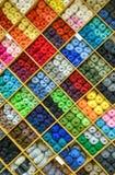 Garne oder Bälle und der Wolle bilden reizendes buntes Muster Stockbilder