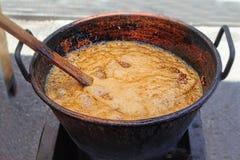 Garnek karmel, robi osłodzonych migdały, Sineu rynek, Hiszpania obrazy stock