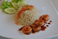 Garnela smażył ryż z Korzennym grilla czosnku kumberlandem obrazy stock
