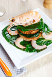 Garnele auf einem Toast mit Gemüse Stockfotos