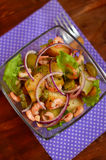 Garnele u. gebratener Kartoffel-warmer Salat Stockfoto