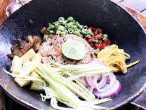 Garnelen-Fried Rice-Kalkmango porksweet Bohnen-Zwiebelei stockbild