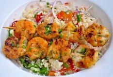 Garnelen mit Kuskus-Salat Lizenzfreie Stockfotografie