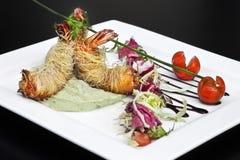 Garnelen und Salat Stockfotografie