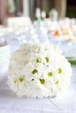 Garnering av att äta middag tabellen för bröllopmottagande Arkivfoton