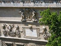garnering av den medeltida påvliga slotten i Avignon arkivfoton