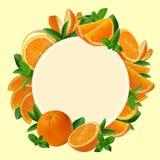 Garnering av den skivade nya apelsinen runt om baner Arkivfoton