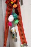 Garnering av en packe av växter, ägg, randiga band för påsk Royaltyfria Bilder