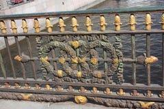 Garnering av staketet av bron arkivfoto
