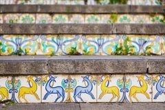 Garnering av trappuppgången på Caltagirone Arkivbilder