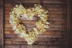 Garnering för bröllop för ram för kronbladblommahjort lantlig Arkivfoton