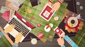 Garnering för gåva för jul för minnestavla för telefon för bärbar dator för begrepp för nytt år för grej för elektronik för handh vektor illustrationer