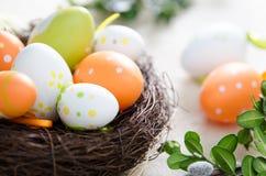 Garnering för påskägg, ägg i redet Royaltyfri Bild