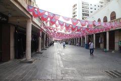 Garnering i jeddah ramadan shoppar och shoppare i den gamla marknaden Balad i Jeddah, Saudiarabien, 15-06-2018 Royaltyfria Bilder