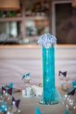 Garnering på brölloptabellen av blommor Royaltyfri Foto