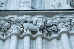 Garnering på fasaden av kyrkan i Visby, arkitektonisk detalj royaltyfri foto