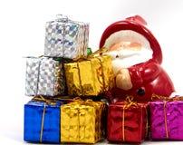 Garnering Santa Claus med gåvaasken Arkivbild