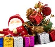 Garnering Santa Claus med gåvaasken Royaltyfri Fotografi