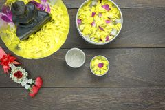 Garnering & tecken för bästa sikt för tabell på den Songkran festivalen Arkivbild