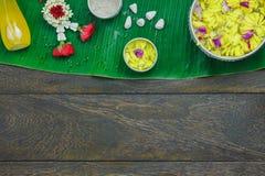 Garnering & tecken för bästa sikt för tabell på den Songkran festivalen Royaltyfria Foton