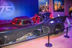 Garneringar Batman för DC-teckenuppassaren ställer in kändisen, teckenet Batman, den ljusa uppassaren, den Batman nivån, dräkten  Arkivfoton