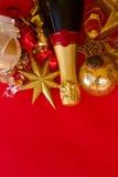 Garneringar för nytt år med flaskan av champagne Royaltyfria Bilder