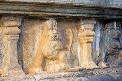 Garneringar för Polonnaruwa forntida stenvägg av buddistiska tempel Arkivbild