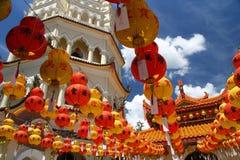 Garneringar i det Kek Lok Si tempelet Royaltyfri Fotografi