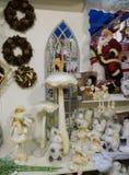 Garneringar på inre av jul shoppar i Ponte San Giovanni Royaltyfri Foto