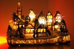 Garneringbeståndsdelar för glad jul som hänger guld Arkivbilder