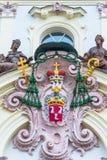 Garneringen ovanför det huvudsakligt hänrycker till ärkebiskopslotten i Prague arkivbild