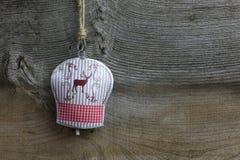 Garneringhjortar för glad jul på Tin Bell Royaltyfri Fotografi