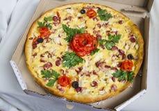 garneringpizza royaltyfria bilder