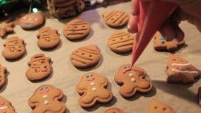 Garneringprocess av julkakor