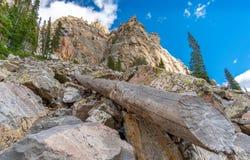 Garnet jar z lodowów drzewami i jeziorami obraz stock