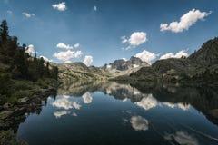 Garnet jezioro w sierra Nevada góry Obrazy Royalty Free