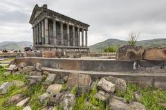 Garni, ΑΡΜΕΝΙΑΣ - 02.2016 Μαΐου: Αρχαίος ειδωλολατρικός ναός Garni, το χ Στοκ Φωτογραφία