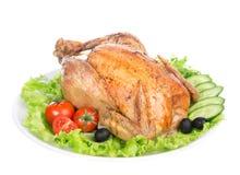 Garnished asó el pollo de la acción de gracias en una placa Foto de archivo