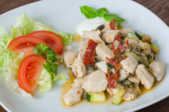 Garnished chicken with dried tomatoes and vegetables Stock Photography