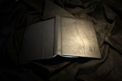 Garnissez en cuir le cache de livre Photographie stock libre de droits